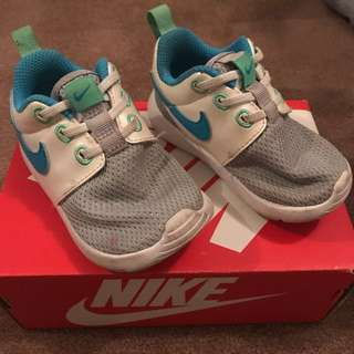 Nike roshe toddler 5c 21 kids shoes runners