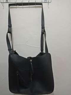 Sling bag besar