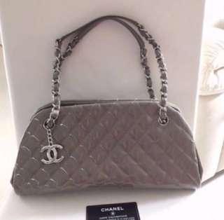 ❣️接近全新 💯 Real Chanel Grey Colour Handbag 灰色餃子袋 98% New not Miu Miu Dior