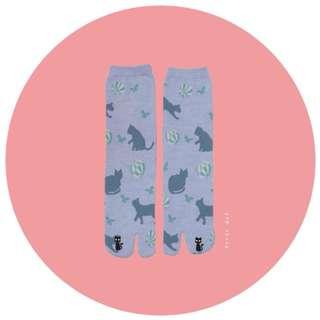 。error dot。日本貓咪玩球球刺繡小亮點兩趾襪/足袋