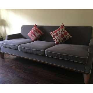 Sofa 3 seater kondisi seperti baru.