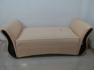 Sofa depan ranjang