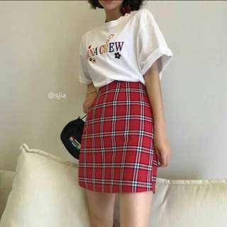 紅色格子短裙