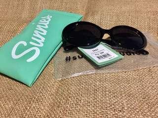 BNWT Sunnies Black Daisy Sunglasses