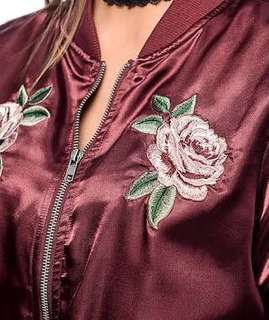 Embroidered bomber jack in maroon