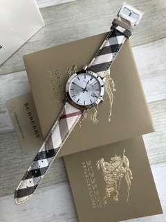 Burberry Watch/博柏型號:大號BU9025 / 小號BU9222,錶盤直徑38/27mm,錶殼材質:316 L精鋼錶帶:小牛皮附加功能:日曆
