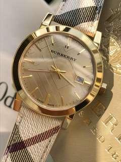 BURBERRY/博柏利格紋女錶💕。大號BU9026、小號BU9219,高貴大氣,瑞士金機錶盤直徑38mm、女27mm。格紋一直是美女們的最愛。厚度:6mm藍寶石玻璃,錶盤紋路清晰,牛皮搭配巴寶莉專用錶帶