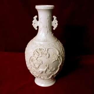 米黄釉浮雕双耳瓶  - 大清乾隆年制