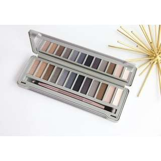 [STOCK SALE] BEAUTY CREATIONS Night Out Eyeshadow Palette