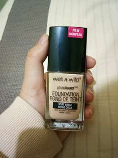 Wet n wild photofocus fondation shade soft beige