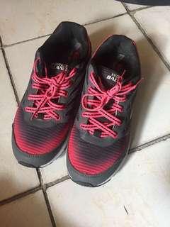 World balance pink rubber shoes