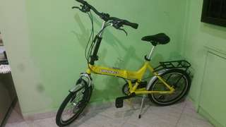 Folding bicycle with Shimano gears in good condition