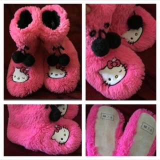 (Size 7/8) - Super Soft HELLO KITTY Pink Slippers