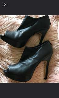 Size 8 Nine West ankle boots