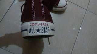 Sepatu converse merah maron