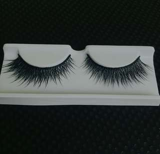 Bulu mata palsu (eyelashes) cocok untuk bridal