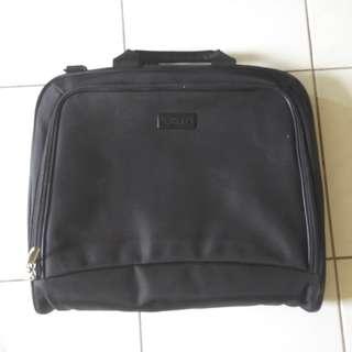 Laptop messenger / briefcase bag