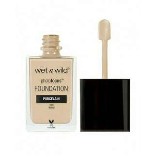 Wet N Wild Photo focus Liquid Foundation (porcelain)
