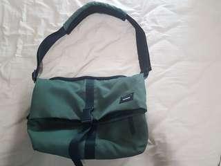 Crumpler Flock of horror sling bag