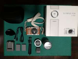 Olympus PEN E-PL8 with Kit Lens and Zoom Lens