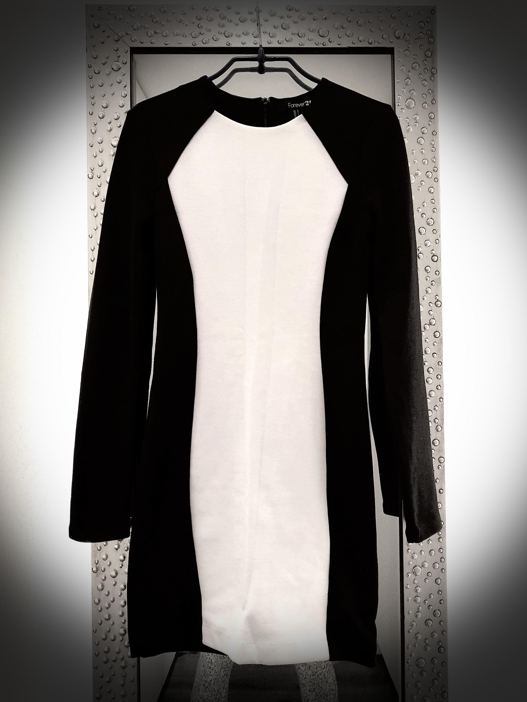 457fa125ac5 FOREVER21 long sleeve dress. Black n white.