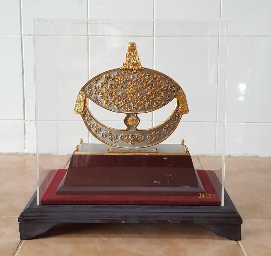 23b4641e8d0e K.L. Pewter 24 karat gold plated Wau decor
