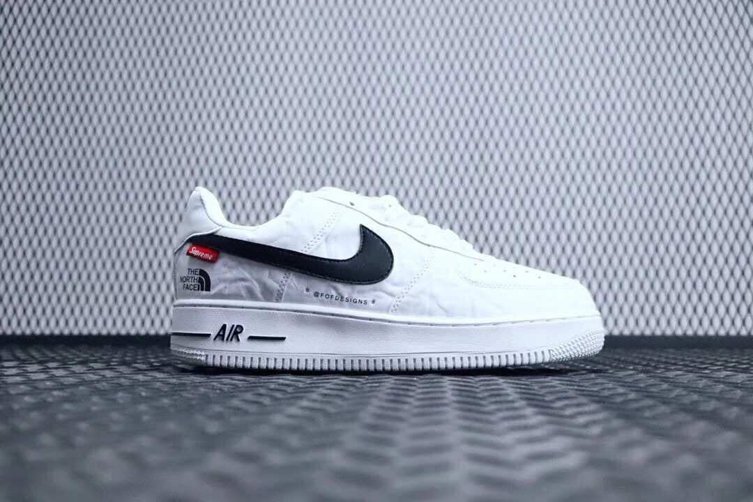 meilleure sélection b9336 01810 Nike Air Force 1 x Supreme x The North Face