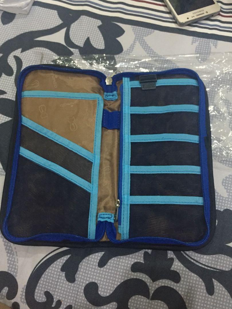 Travel organiser / passport holder / dompet travel