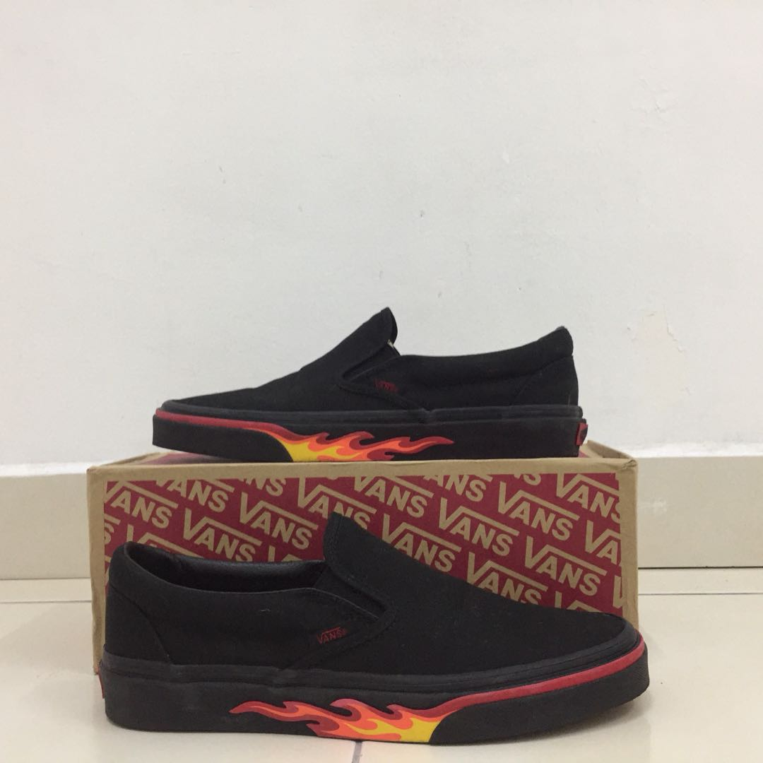 2d3efcce32a Vans Slip On Flame Wall