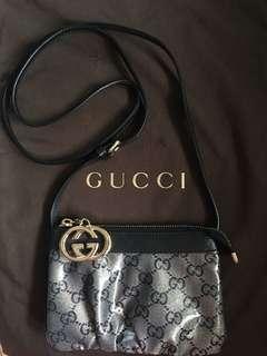 Gucci handbag pouch small bag 100% Authentic 99% new 斜背袋 手袋 not LV Dior Chloe Mui Mui Fendi Ikea Estée shiseido