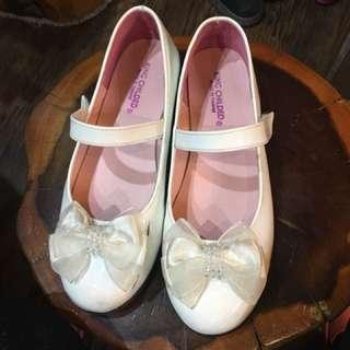 鞋子:真皮,原價890