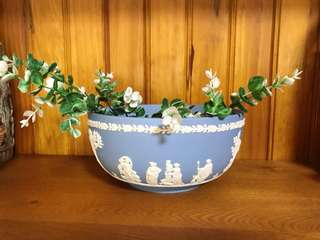 🚚 英國製Wedgwood Jasper 水藍碧玉浮雕希臘神話大型迎賓水果碗/花盆