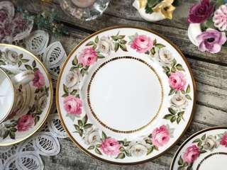 🚚 英國製皇家伍斯特Royal Worcester描金花卉骨瓷20cm沙拉盤