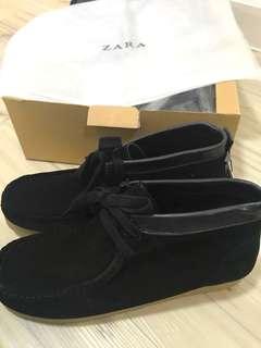Zara 生膠鞋底平底短靴