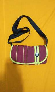Crumpler sling bag original