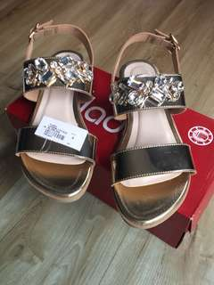 Sandal mirip PVRA