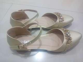 Sepatu Wanita Details