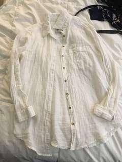 White button down boyfriend fit shirt XS