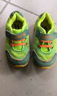 Baby sport shoes size 22