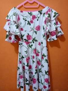 Dress motif daun bunga