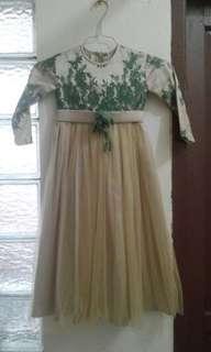 dress brokat tuille