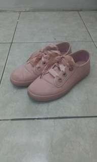 Sepatu pink sophie martin
