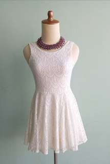 Dress brokat lace white