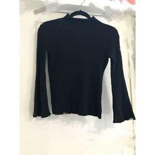 🚚 半高領喇叭袖螺紋上衣(黑色) 📍商品經售出不退換貨,二手商品高標者請略過