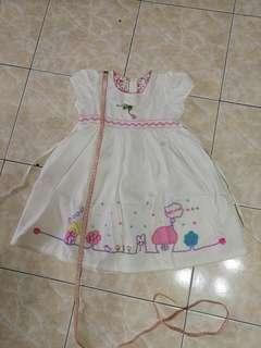 Girl White dress age 4/5