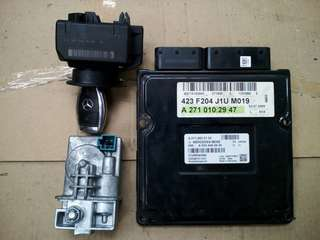 Mercedes W204 C200K Engine ECU 1 Set