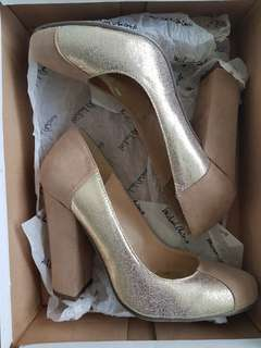 Fs: Nude Shoes size US6