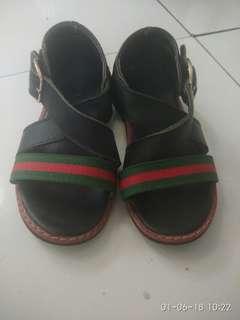 Sepatu sendal anak gucci