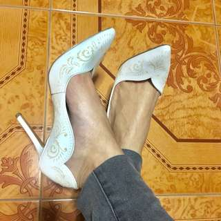 Charles&Keith White Detailed Pumps