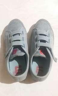 Sepatu sneakers Nine West